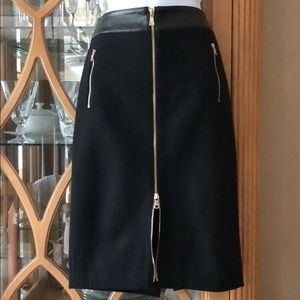 ANN TAYLOR Unique Zipper skirt. Black